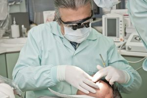 Ajustement couronne dentaire