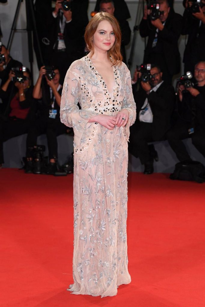 robe de soirée couleur nude fendue Emma Stone au Festival du film de Venise 2018