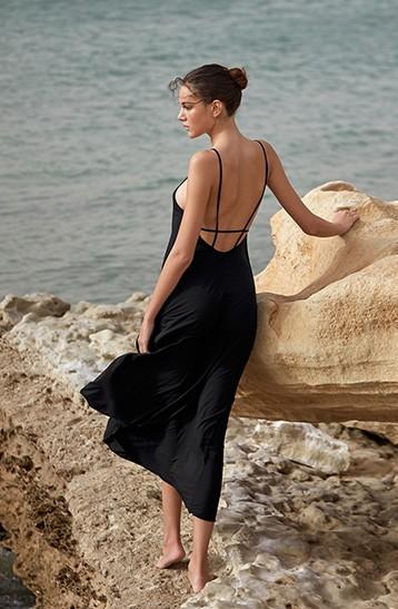 robe de soirée noire dos nu pour plage