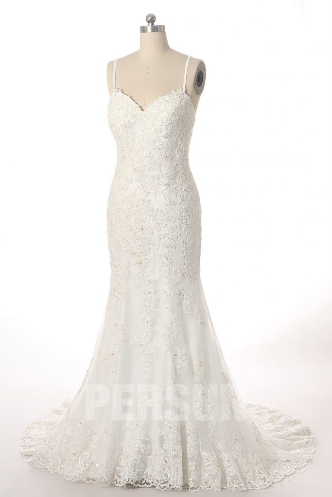 robe de mariée sirène bustier coeur en dentelle appliquée de motifs avec traîne et bretelle spaghetti