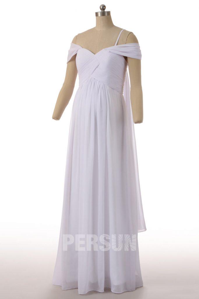 robe de mariée simple épaule dénudée bustier drapé