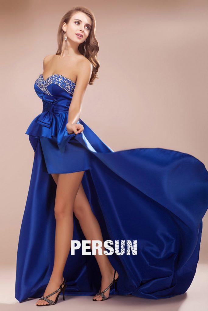 robe de soirée courte devant longue derrière bleu roi bustier coeur ornée de strass avec un noeud papillon