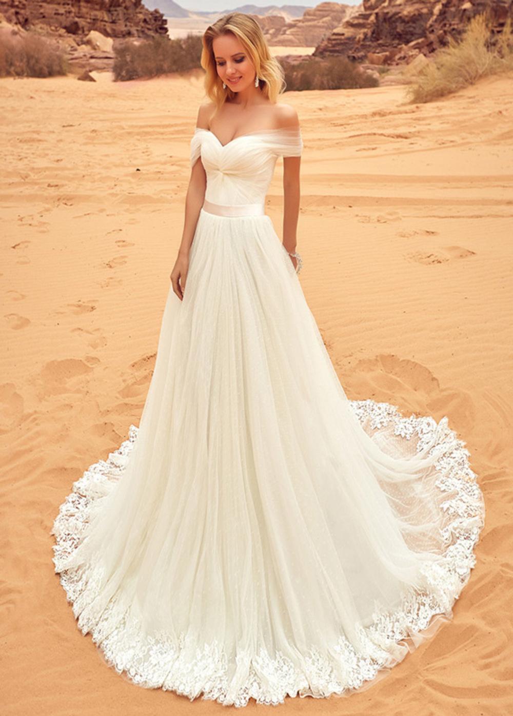 robe de mariée longue épaule dénudé et bordure de jupe en dentelle