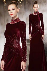 robe de soirée rouge en velours avec manches longue embelli de strass délicats
