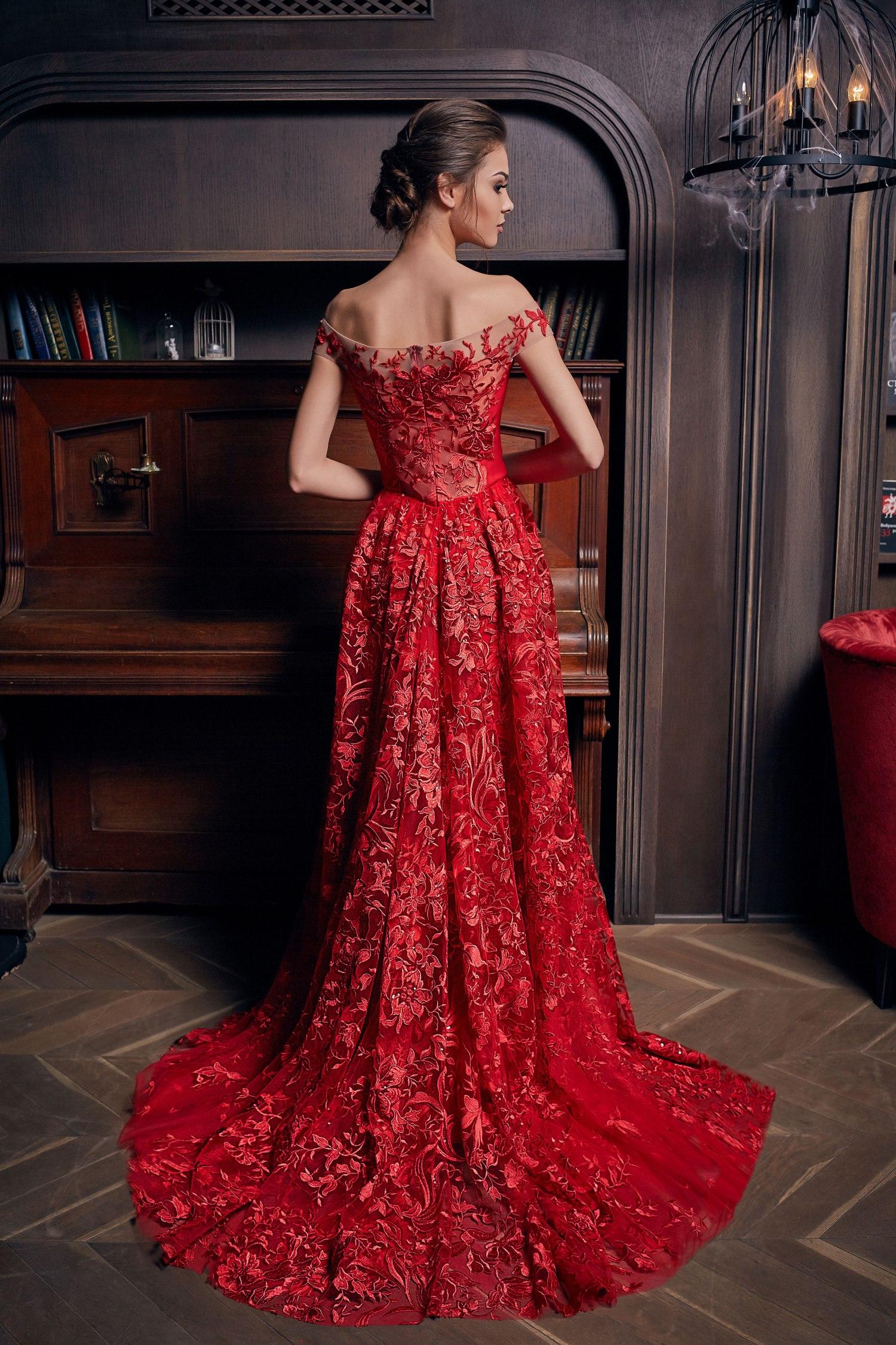 robe de soirée longue rouge épaule dénudé en dentelle appliquée