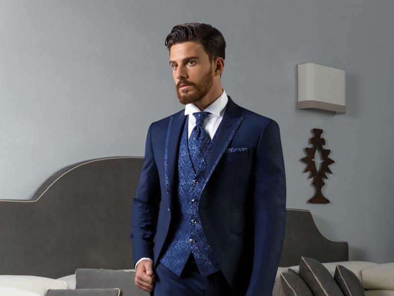 costume de marié bleu moderne