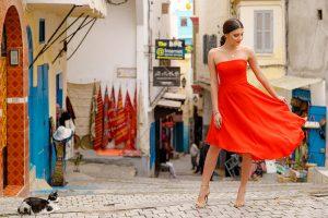 robe de soirée mi-longue rouge bustier droit